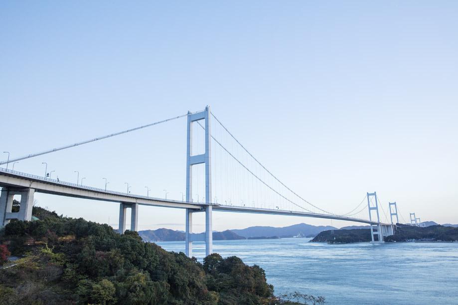 来島海峡大橋:今治と大島を結ぶ4kmの来島海峡にかかる3つの吊り橋の総称
